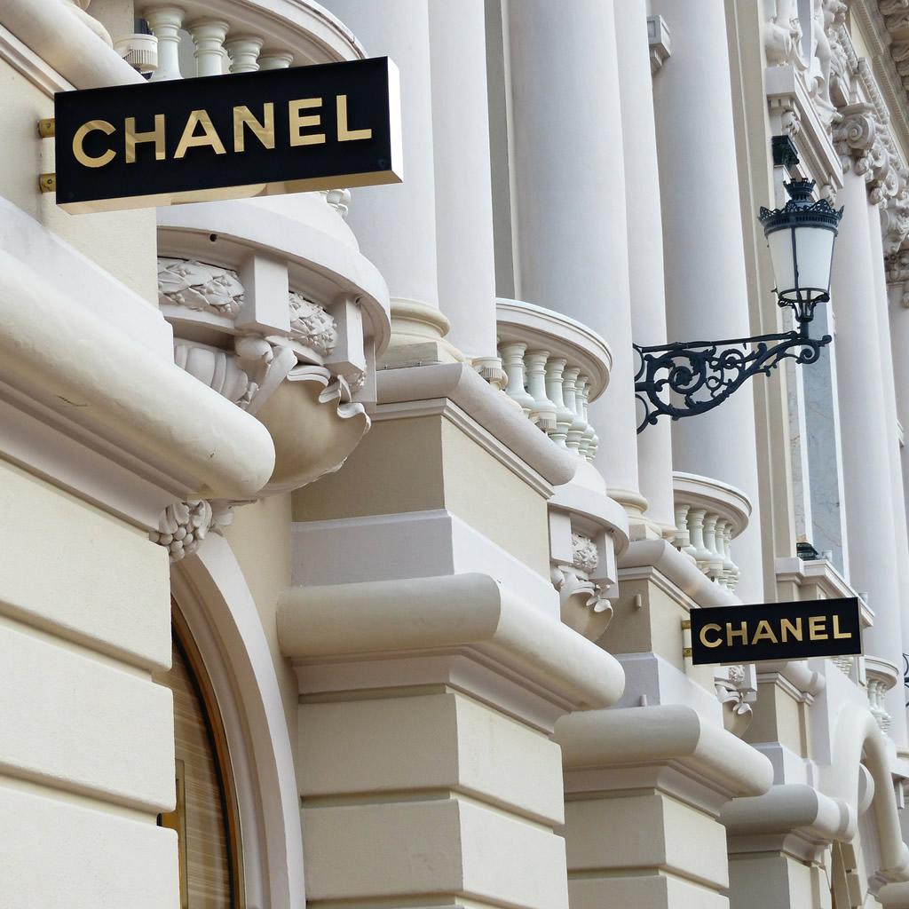 Módny dom Chanel tvrdo zabojoval o zákazníkov. Ich trik nemá vo svete módy obdoby