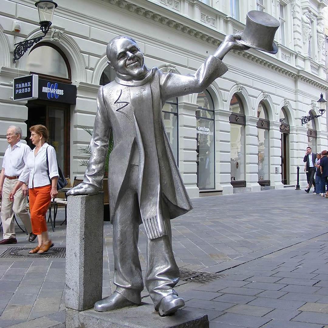 Bratislavská ikona Schöne Náci: Úsmevom zakrýval veľa trápenia. Takáto bola jeho životná púť