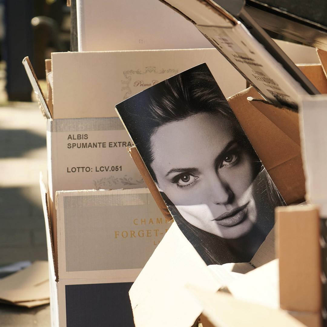 Angelina Jolie ponúkla do dražby umelecký kúsok. Predala ho za rekordnú sumu