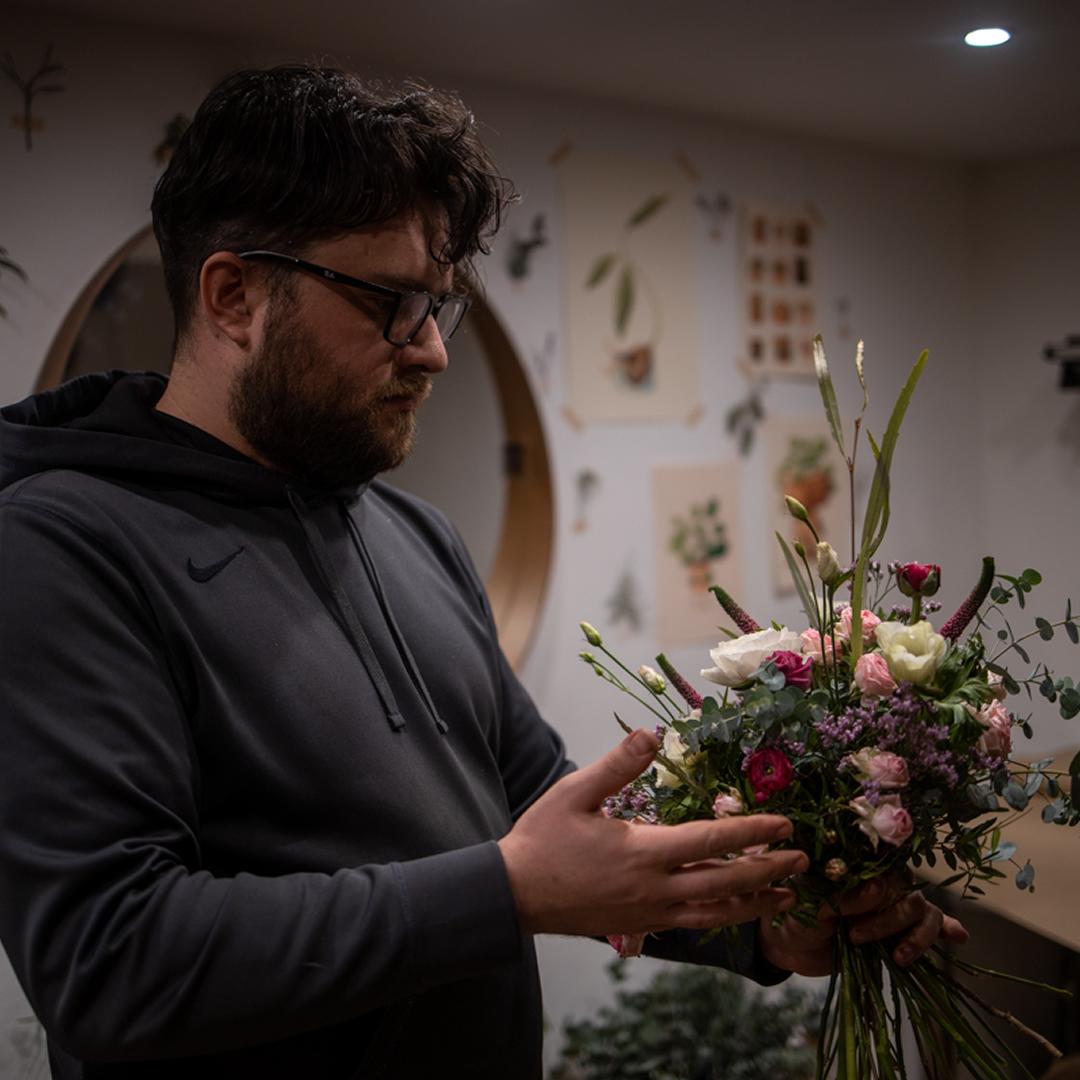 """Slovák Adam pokračuje v rodinnej tradícii: """"Každú chvíľu mám najobľúbenejší iný kvet."""""""