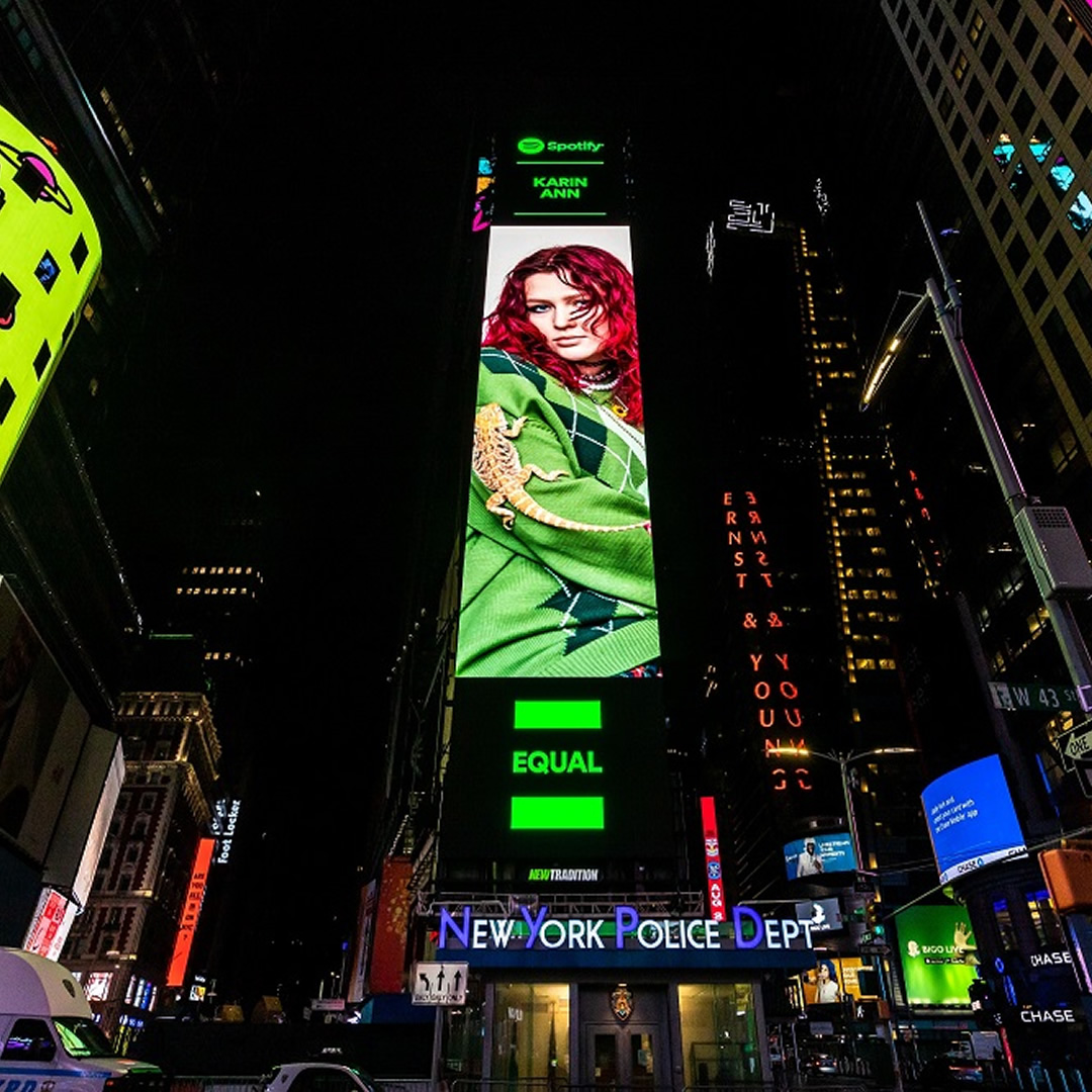 EXKLUZÍVNE: Slovenka Karin Ann na billboarde Spotify na Times Square v New Yorku!